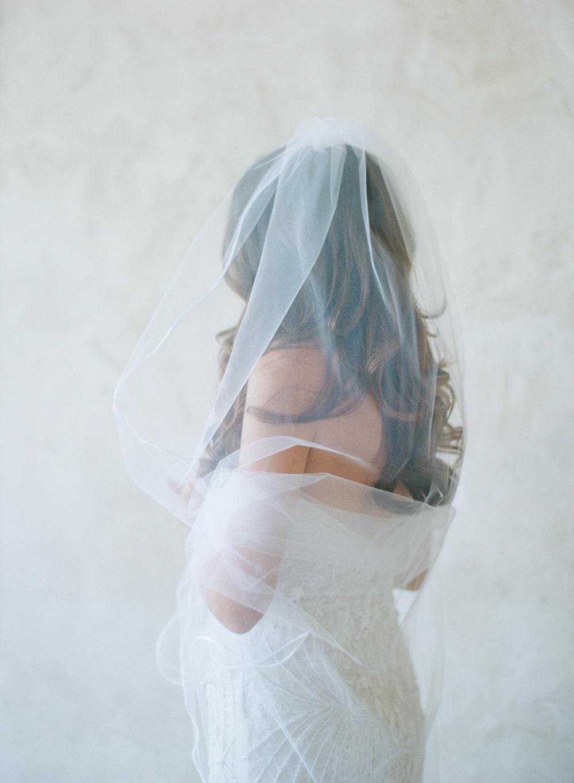 Wedding chicks Sunstone Winery feature - photographer Elizabeth Messina